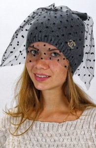 С чем носить шапочки с вуалью