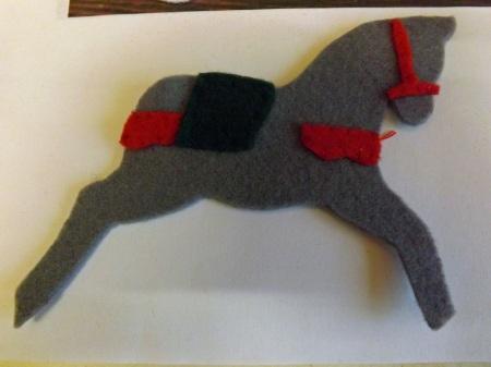 Лошадка из фетра или цветного картона