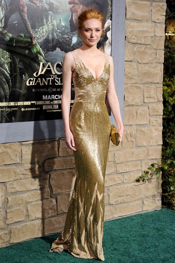 Серебряное платье с золотыми туфлями